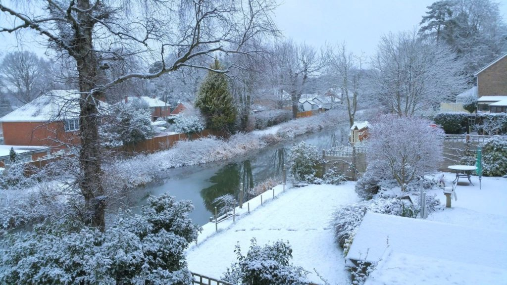 Snow on the Basingstoke Canal