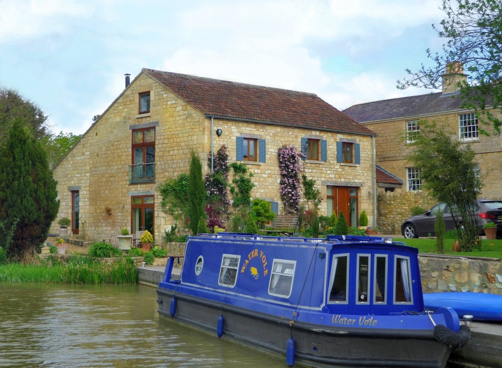 Stone Cottage's on the Kennet & Avon Canal