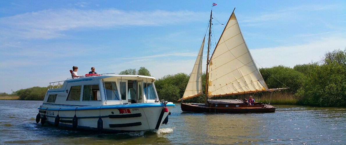 Norfolk Broads Boat Hire - Sailing Yachts and motor cruisers