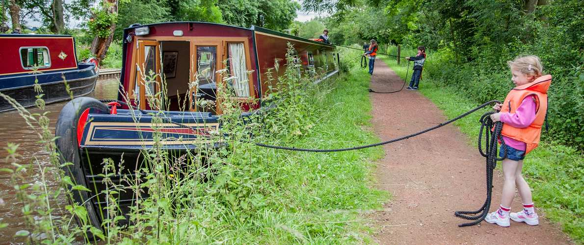 Family canal boat hire