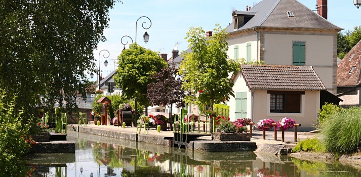 take time out on the Canal du Nivernais