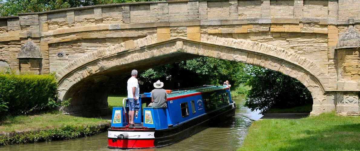Narrowboat hire on the Grand Union Canal