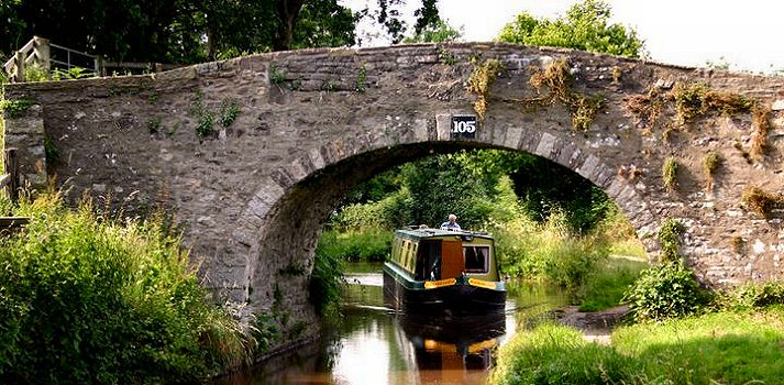 Barge holidays in Wales - the Monmouth and Brecon Canal