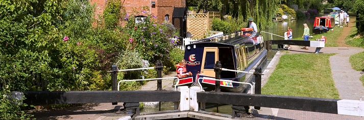 Last minute boating offers on UK canals
