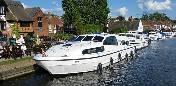 Dine out in a Norfolk Broads waterfront pub