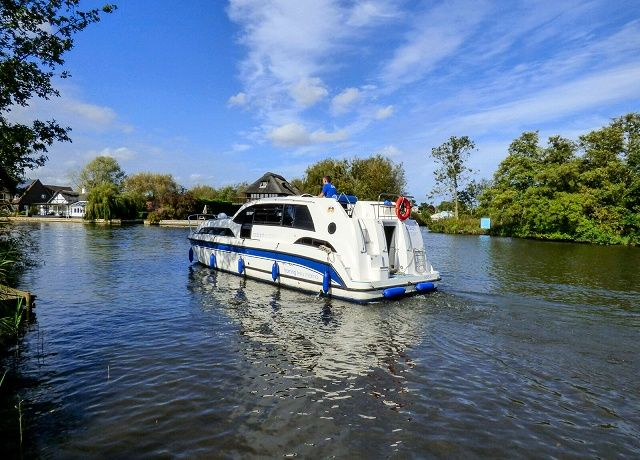 Norfolk Broads boat hire early booking offers