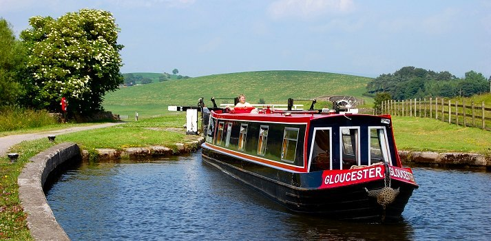 savings on canal boat hire in Northern England