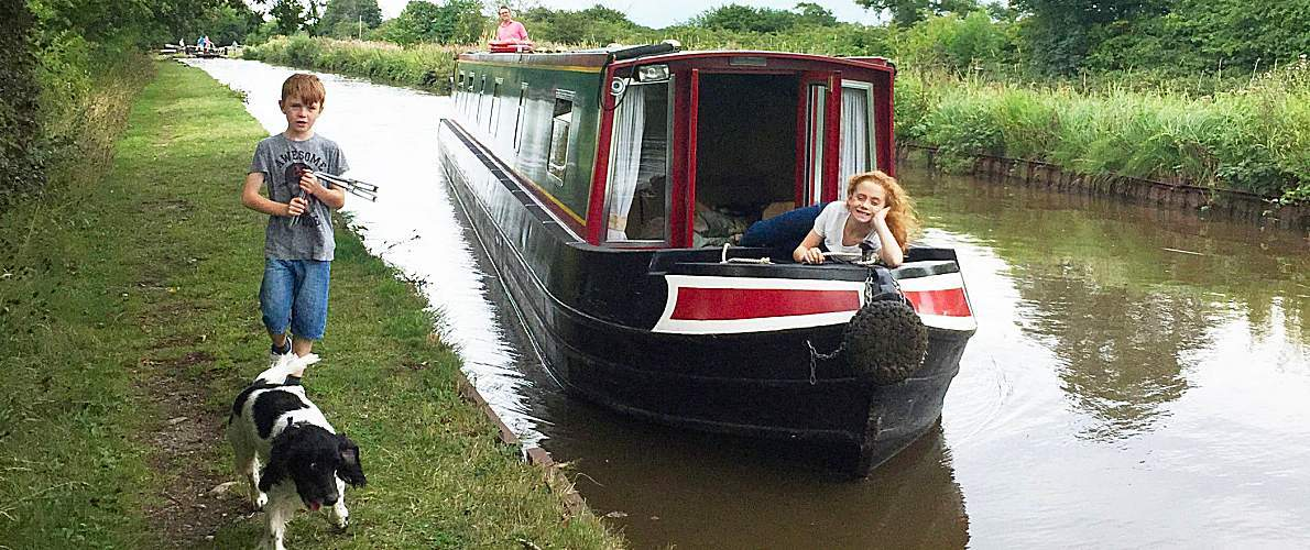 Pet friendly boat hire on the UK canals and Norfolk Broads