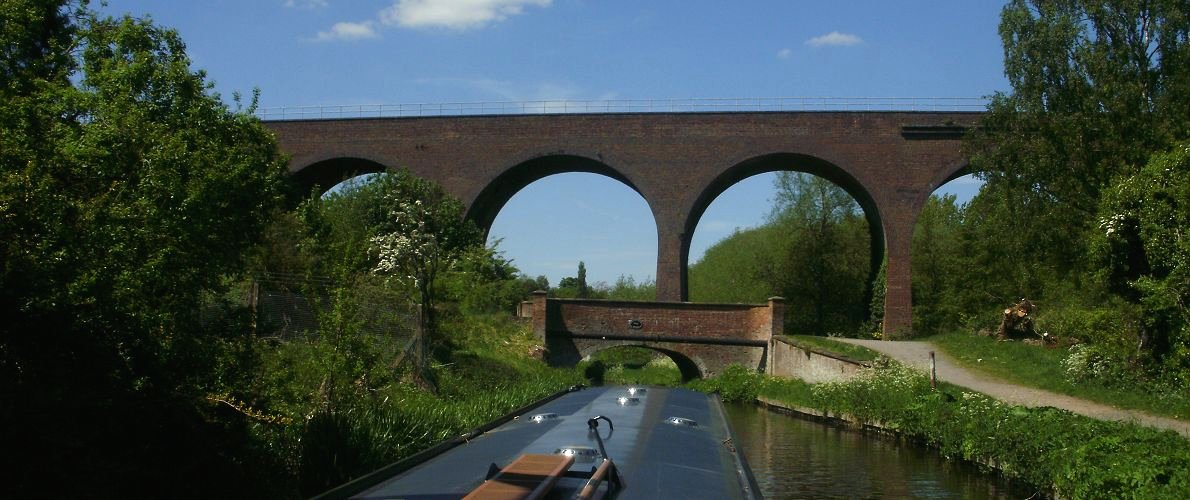 Staffordshire & Worcestershire Canal boat holiday
